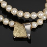 Ole Lynggaard. Vintage clasp, 14 kt. white and yellow gold, diamond and pearl necklace