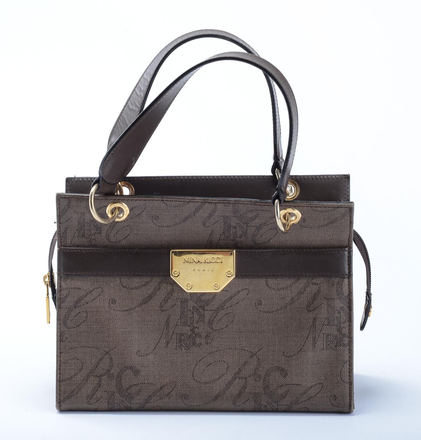 Nina Ricci, håndtaske - Nina Ricci, vintage håndtaske af vinyl med detaler af forgyldt metal. H. 18 cm, B. 24 cm, D. 10,5 cm