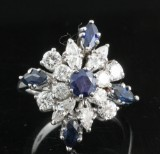 Diamond and sapphire ring, 18kt. gold, approx. 1.25ct