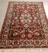 Orientmatta, röd med medaljong 137x205 cm Värdering