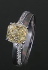 Ring with fancy yellow diamond 2.25ct