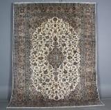 Persian Kashan carpet, 335 x 224 cm.