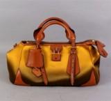 Burberry Satin Blaze Handväska i Duchess Satin och Läder.