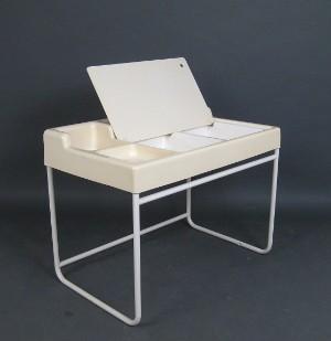 Schreibtisch der 1960 70er jahre in kunststoff for Schreibtisch 70er jahre