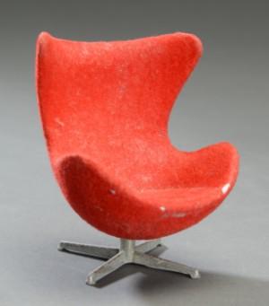 ... 3385451 Brio samt Arne Jacobsen. Samling ældre miniature møbler (8