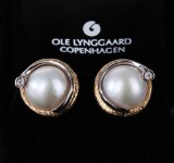 Ole Lynggaard. A pair of ear clips, 14 kt. gold and white gold, with pearls and diamonds (2)