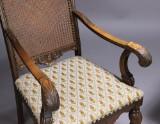 Skrivebord samt armstol (2)