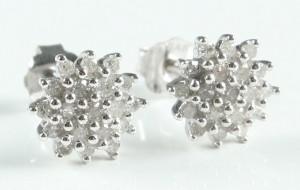 Ørestikkere af 9 kt rhodineret guld, diamanter Denne vare er sat til omsalg under nyt varenummer 3269876