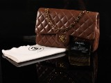Chanel shoulder bag, model Classic Flap, medium. Brown lambskin