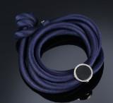 Ole Lynggaard. 'Sweet Spot' charm i 18 kt. hvidguld med onyx samt armbånd i silke (2)
