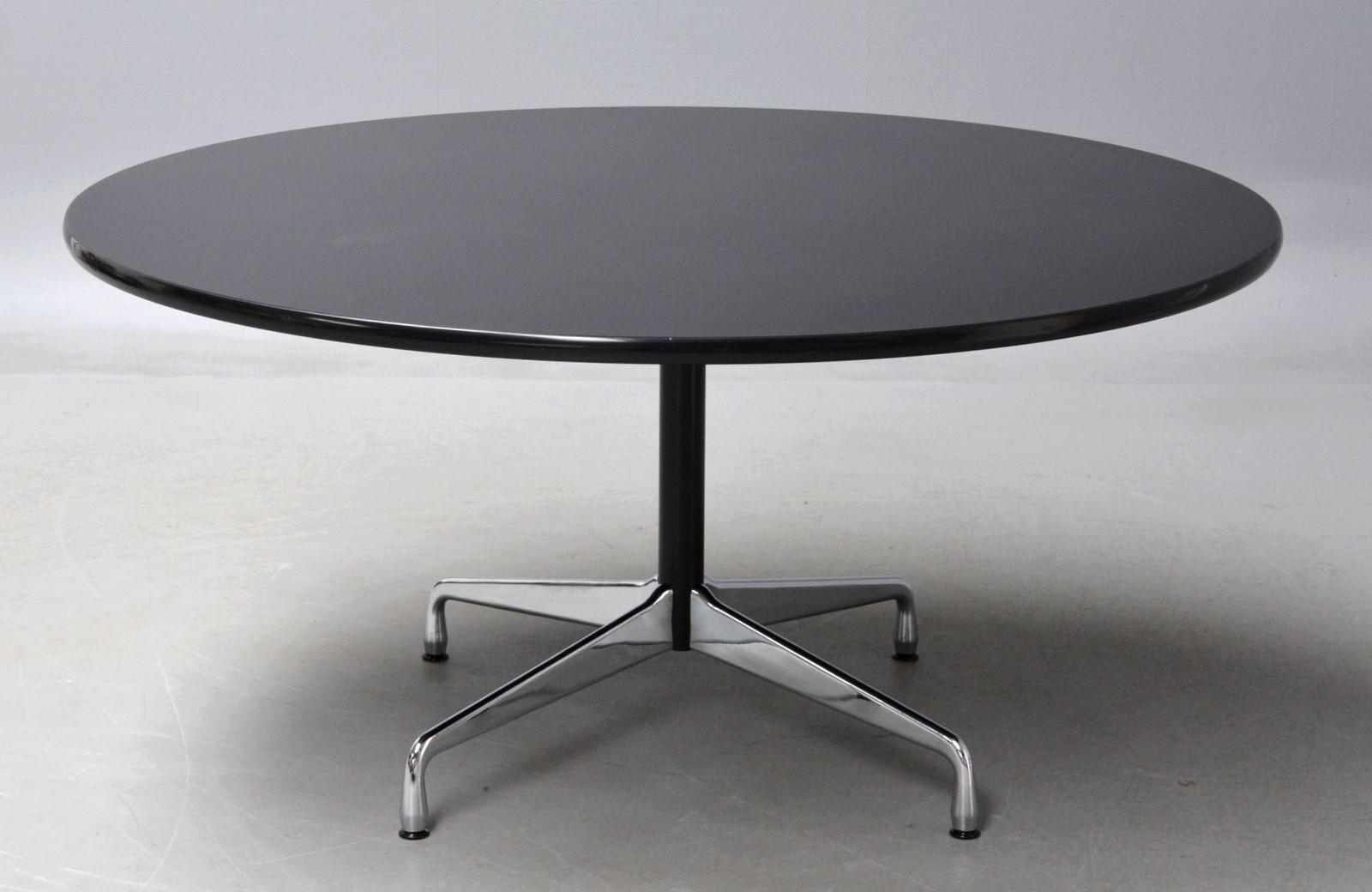 Auktionstipset - Charles Eames. Bredt, rundt spisebord / Segmented ...