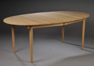 ovalt spisebord Slutpris för Marianne Wegner født 1947. Ovalt ovalt spisebord