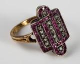 Art deco ring 750 guld tofarvet med 50 rubiner og 17 diamanter, ringstr. 58