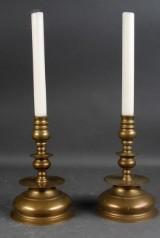 Par lysestager af messing i barokstil, 1900-tallet (2)