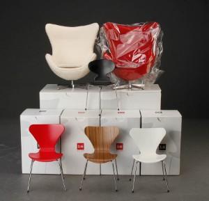 Vare: 3498015 Arne Jacobsen. Samling miniature møbler, 1:6 design (6)