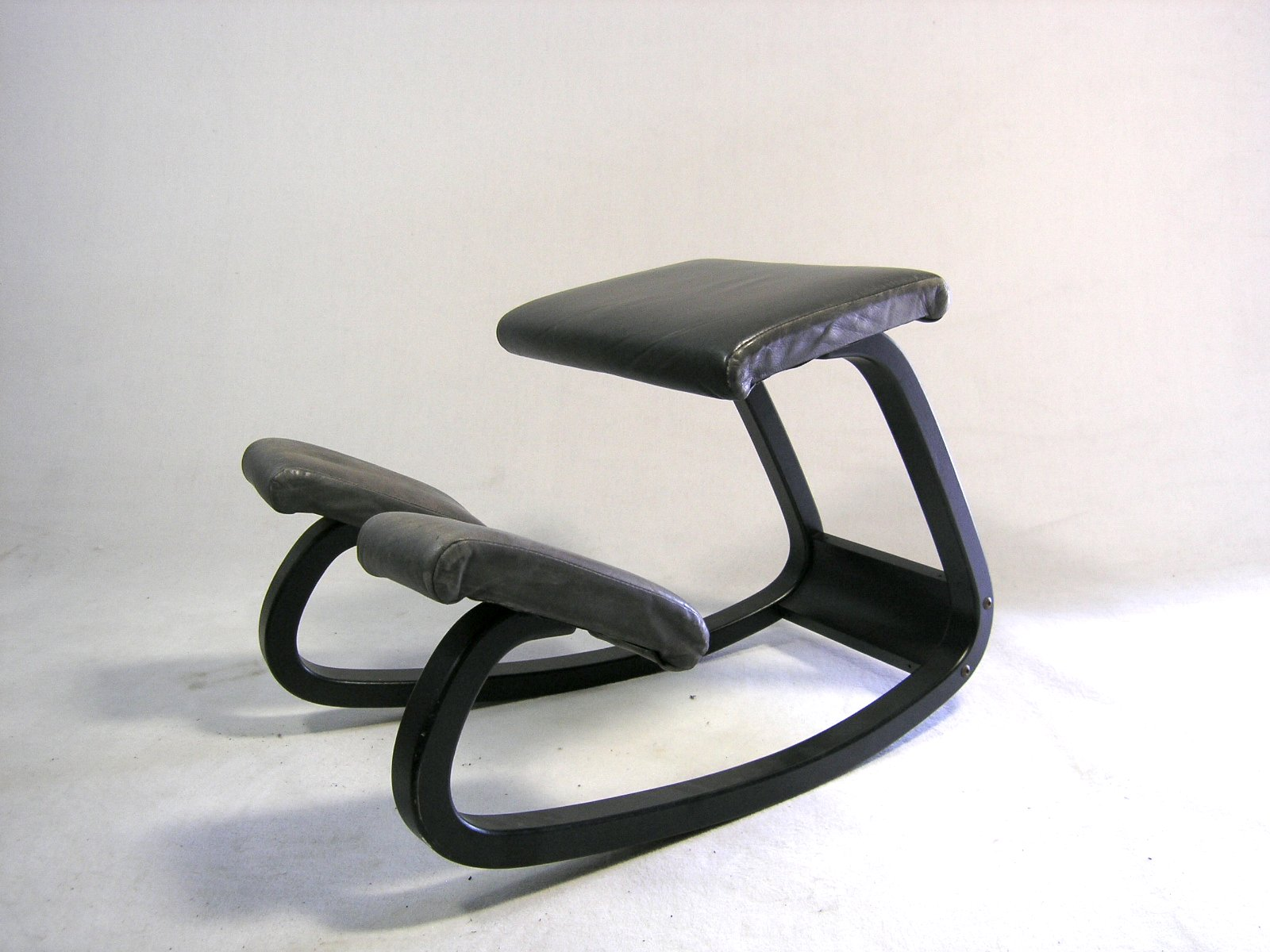 Stokke Balans Stoel : Varier ergonomische stoelen koopt u bij van wijk zitspecialisten