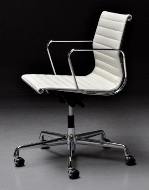 Vare 3276962 charles ray eames kontorstol model ea for Eames ea 117 replica
