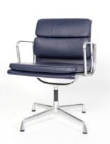 Charles Eames. Soft Pad armstol, Model EA-208
