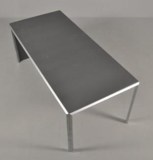 Peter J. Lassen: Montana skrivebord, plade i koksgrå laminat | Lauritz.com