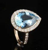 18kt diamond and aquamarine ring approx. 0.80ct & 4.50ct