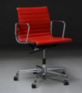 Charles Eames. Kontorstol, model EA-117, rødt læder