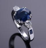 Sapphire and diamond ring, platinum, 0.6 ct.