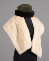 Vintage pelsstola af lyse mink, samt hat kantet med mink (2)