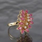 Ring af guld med rubiner og diamanter