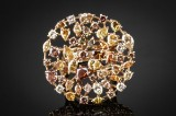 'Fancy colour' diamond ring, 18 kt. gold