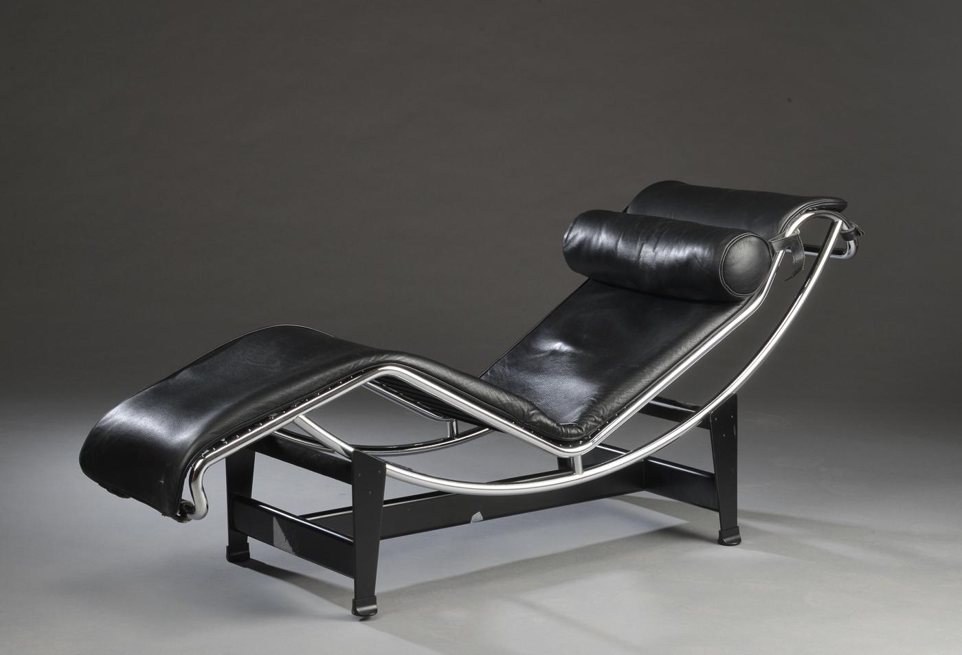 Le Corbusier. Chaiselong LC4, sort læder