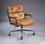 Charles Eames. Vintage Bürostuhl 'Time Life Lobby Chair', patiniertes braunes Leder