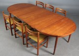 Skovby Møbler, m.fl. Spisebord i teak samt seks stole. (10)
