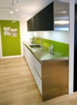GeD Cucine køkken i Corian, håndsmedet vask, Atag planlimet XL induktion kogeplade, FLOSS lamper  mm.