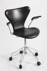 Arne Jacobsen. Office chair, model AJ 3207, reupholstered
