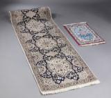 To persiske tæpper, 385 x 90 og 83 x 54 cm. (2)
