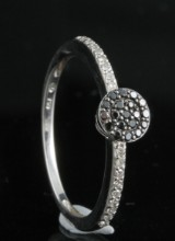 Black and white diamond ring in 18kt approx. 0.18ct, By Kapriss