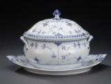 Royal Copenhagen / Kgl. Porcelæn. 'Musselmalet halvblonde' stor terrin af porcelæn (3)