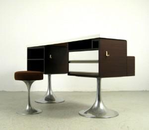 slutpris f r theke mit trompetenf en hocker. Black Bedroom Furniture Sets. Home Design Ideas