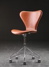 Arne Jacobsen. Office chair, model 3117, cognac-coloured leather