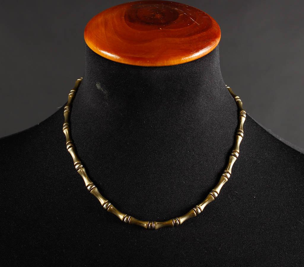 Halskæde i guld og hvidguld,18 kt - Halskæde af 18 kt guld og hvidguld,forsynet med kasselås med sikkerheds haspe. Stemplet 585 samt mesterstemple FBML. ca 41,5 cm. Vægt 23,5 gram. Fremstår med almindelig brugsspor