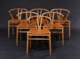 Hans J. Wegner. Sæt på seks Y- stole, model CH-24, med stel af patineret egetræ med læderhynder (6)