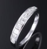 Diamant-alliancering af 18 kt. hvidguld med prinsesseslebne diamanter, i alt ca. 0.97 ct
