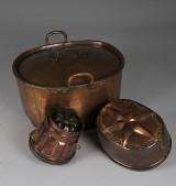 Objekt i koppar, bestående av två aladåbformar samt gryta med lock, 1800-tal
