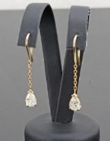 Earrings in 14k set with pear-cut diamonds 1.90 ct