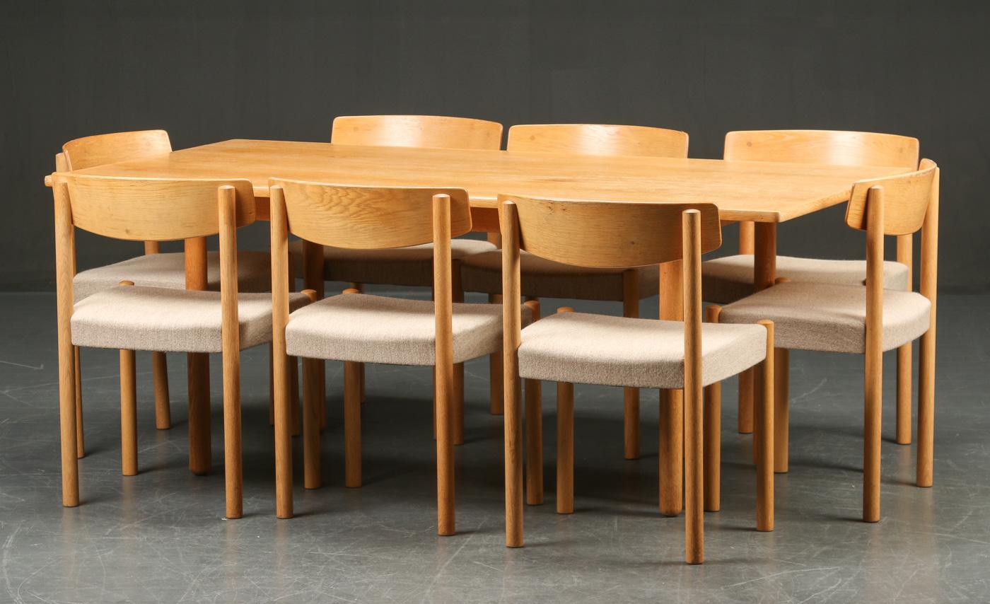 Auktionstipset - FDB møbler. Otte stole samt spisebord, eg, 1960 ...