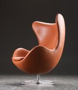 Arne Jacobsen. 'Ægget' lænestol, cognacfarvet læder