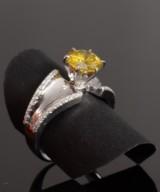 Brilliant-cut diamond ring, 14 kt., 2.45 ct. Yellow diamond
