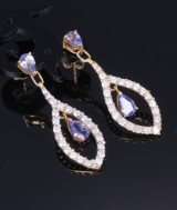 A pair of diamond earrings, 18 kt. gold, with tanzanite