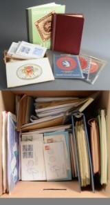 Lille flyttekasse med frimærker