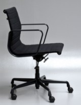 Charles Eames. Office chair, model EA-117